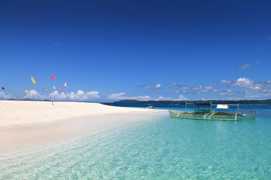 Naked island, Siargao, zdroj: sabrina-iovino-justonewayticket-com