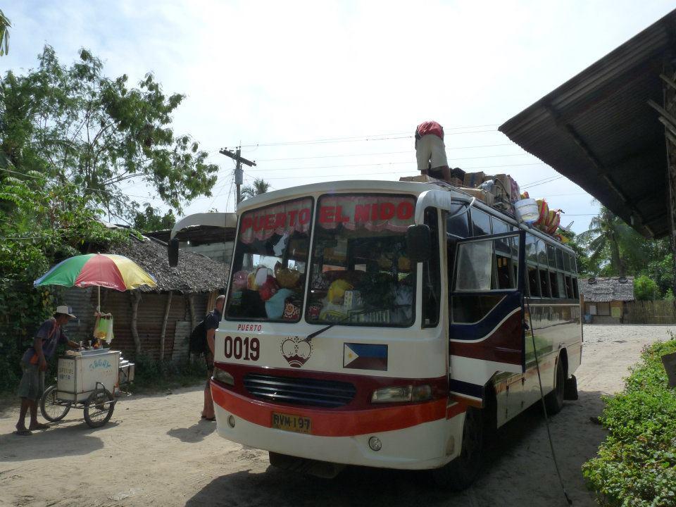 Tehdy do El Nida jezdili většinou jen tyhle staré autobusy.
