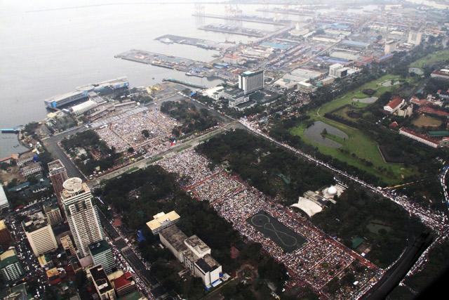Luneta park, Manila a největší bohoslužba na světě