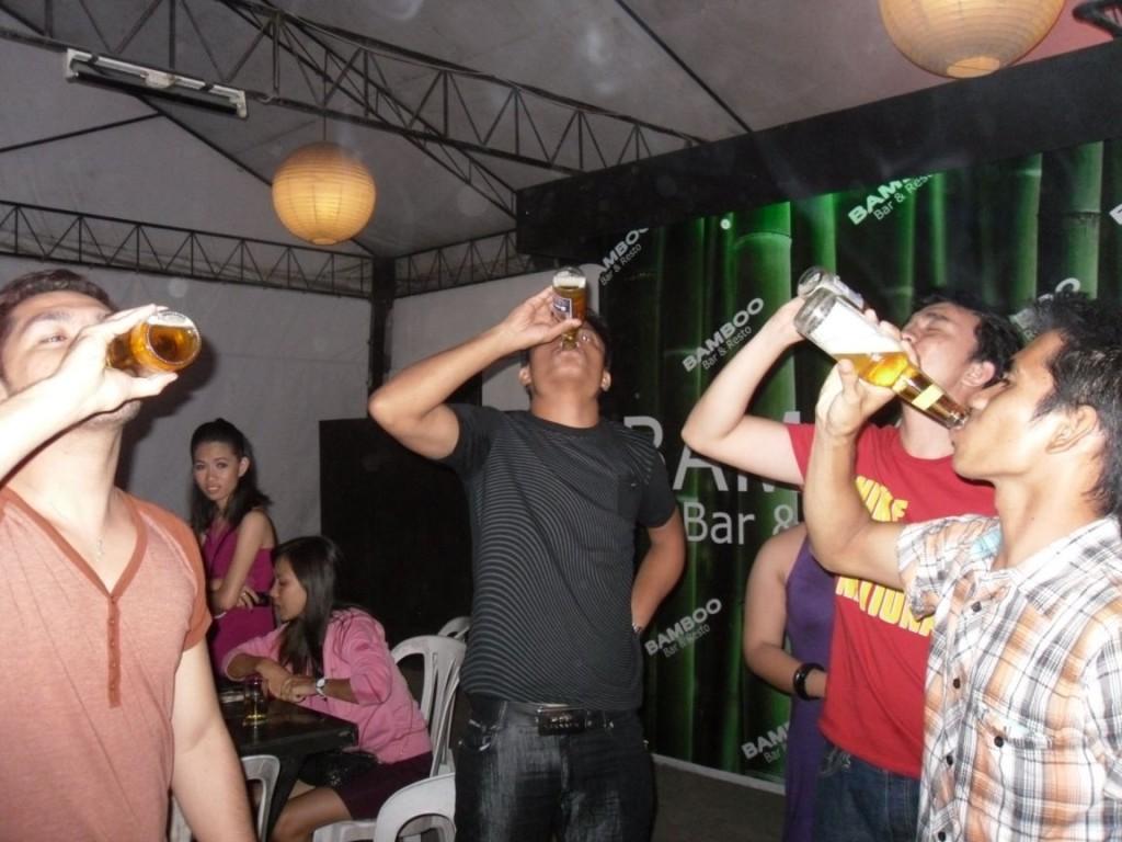 Opilý Filipínce radím neprovokovat