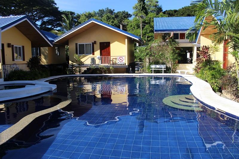 luxury-budget-hotel-in-Puerto-Princesa-pool